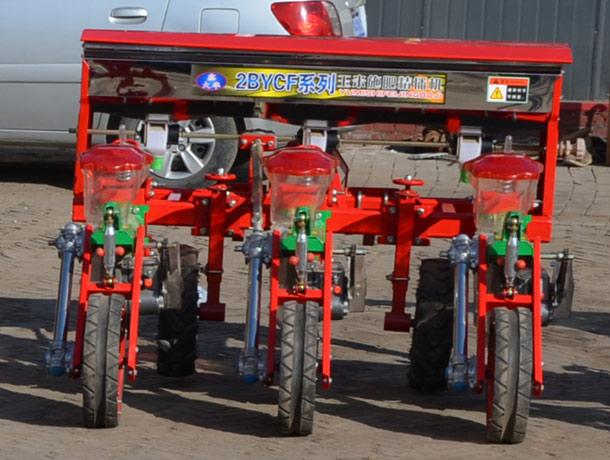三行仿形玉米免耕播种机后面细节图